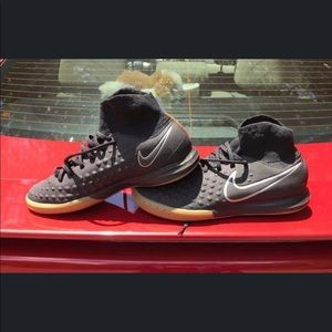 Black Nike MagistaX Indoor 5.5Y